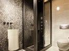 Stylov� interi�r - chalet: mal� koupelna se z�chodovou m�sou i piso�rem je
