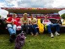 Fanoušci si na stadion Unionu Berlín přinesli vlastní pohovku a z ní sledují