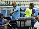JE ČAS. Brazilský trenér Luiz Felipe Scolari kontroluje hodinky na pondělním...