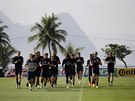 NA TRÉNINKU. Angličtí fotbalisté se připravují na zápas proti Uruguayi v...