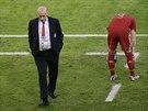 ŠPATNÝ DEN. Trenér Vicente Del Bosque se snaží skousnout porážku proti Chile,...