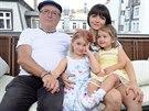 Petr Janda s rodinou: manželkou Alicí a dcerami Anežkou a Rozárií
