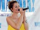 V muzik�lu Mamma Mia! uvid�me i Hanu Holi�ovou, kterou div�ci znaj� ze seri�lu...