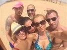 Hana Ma�l�kov� s p��teli, s nimi� byla na dovolen�.