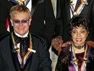 Ruby Dee mezi oceněnými Kennedyho centrem. V roce 2004 to byli Elton John a...