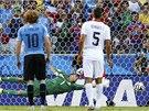 VYSTIHL STRANU. Kostarický brankář Navas však na Cavaniho střelu z penalty