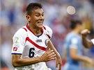 OUTSIDER OTOČIL SKÓRE! Kostarický obránce Duarte slaví gól proti Uruguayi.