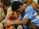 NEMOHL POMOCI. Hvězda uruguayské reprezentace Luis Suárez ještě nebyl fit.