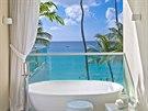 K ložnicím patří i velkoryse řešené koupelny.