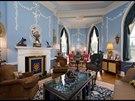 Perfektně se povedla i renovace původní výmalby a štuků na stropu a stěnách...