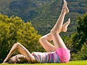 Hladké, pěstěné a lehce opálené nohy jsou letní ideál.