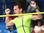 Francouz Renaud Lavillenie vyhrál na mítinku Zlatá tretra soutěž tyčkařů.