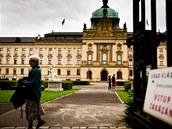 Zahrada Ú�adu vlády je b�n� pro ve�ejnost uzav�ena. Konají se v ní jen...