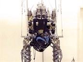 Robotický oblek v laboratoři