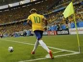 JE U VŠEHO. Brazilská hvězda Neymar zakončuje, ale také šance připravuje. V...