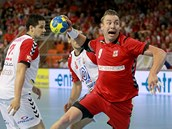 Filip Jícha pálí v utkání proti Srbsku.