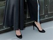 Here�ka Jennifer Lawrence na �erven�m koberci i mimo n�j p�edstavuje aktu�ln�...
