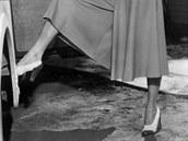 Herečka Ava Gardnerová v kalhotové sukni. Fotografie z roku 1948