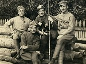 František Krejčí (druhý zleva)