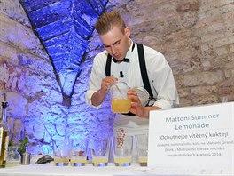 Loňský vítěz Mattoni Grand Drink se svým koktejlem
