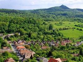 Vesnice Somosk� a hrad Salg�v�r