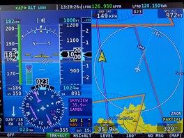 Pohled na primární obrazovky při letu nad ostrůvky Chausey.