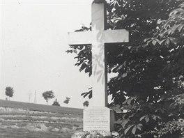 Na hřbitově byl postaven památník se jmény všech obětí katastrofy z roku 1894....