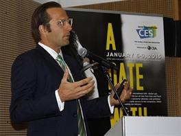 Shawn DuBravac, hlavn� ekonom CEA, po��daj�c� agentury veletrhu CES