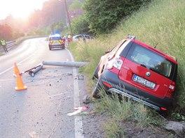 Auto narazilo do sloupu elektrického vedení na silnici č. I/11 od Vamberku...