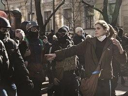 Fotografie z demonstrací na kyjevském Majdanu vystavuje Igor Gilbo na radnici v...