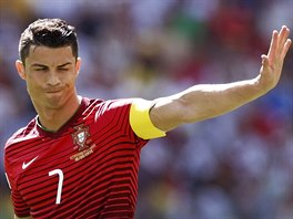 AHOJ! Portugalec Cristiano Ronaldo gestikuluje při zápase proti Německu.