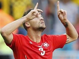 Švýcar Haris Seferovič slaví gól, jímž rozhodl o výhře nad Ekvádorem.