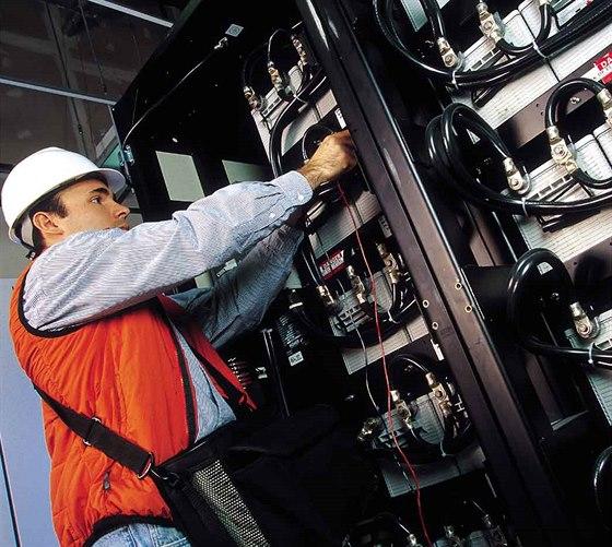 Výpadek elektřiny způsobuje veliké škody. Jak se proti tomu bránit?