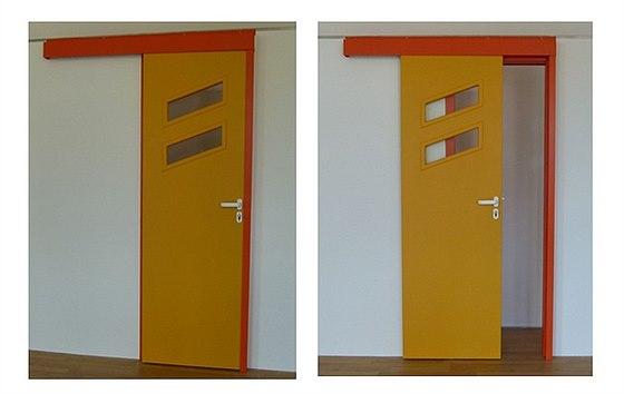 Ocelové zárubně pro posuvné dveře před stěnou