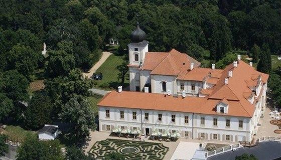 Zámek Loučeň - zámek, kde to v létě žije