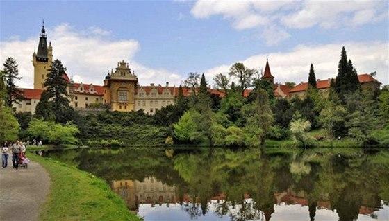 Průhonická zámecká zahrada nabízí 40 kilometrů stezek