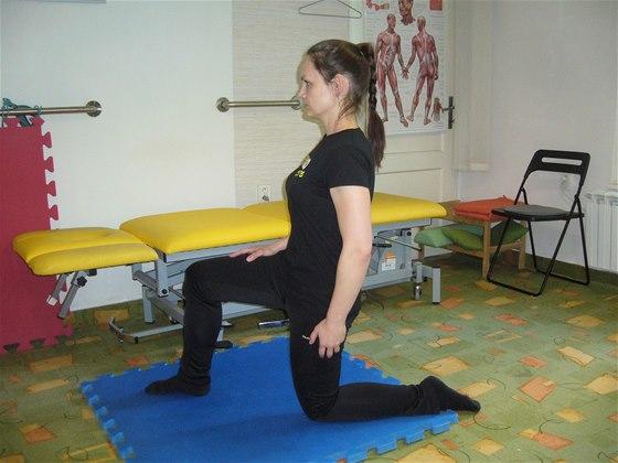 Protažení bedro-kyčlo-stehenního svalu