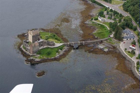 Hrad Eilean Donan Castle, Skotsko. Tento hrad patří k nejfotografovanějším...