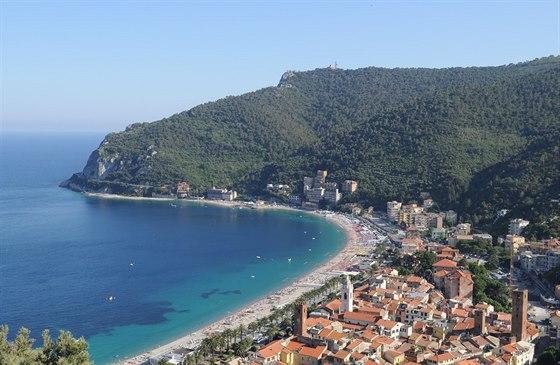 Městečko Noli s pláží, pohled z hradu