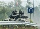 Proruští separatisté na tanku u města Debalceve v Doněcké oblasti (20. června...