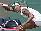 KAMPAK ASI DOPADNE? Americká tenistka Venus Williamsová v souboji s Japonkou...