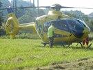 Vrtulník, který převezl zraněného motorkáře do fakultní nemocnice. (27.6.2014)