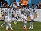45. MESSI 1:2. Těsně před přestávkou se Messi krásně trefil z přímého kopu a...