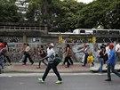 Lidé museli jít pěšky, protože výpadek elektřiny ve venezuelském hlavním městě...