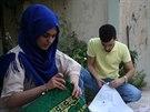 Kurdští dobrovolníci připravují Korány a modlitební koberečky pro uprchlé...