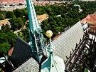 Pohled z věže chrámu sv. Víta, kam se po dvou letech začaly vracet originální...