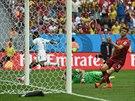 Asamoah Gyan z Ghany (v pozadí) se raduje, právě totiž v utkání s Portugalskem...