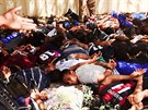 Snímky, které islamisté zveřejnili 14. června, ukazují zajatce, kteří měli být...