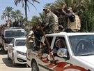 Dobrovolníci, kteří se připojili k armádě v boji proti radikálům z ISIL,...