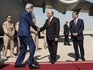 Americký ministr zahraničí John Kerry přiletěl do Kurdistánu, aby tam jednal s...
